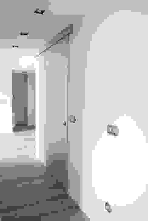 Piso de 67m2 Interior03 Pasillos, vestíbulos y escaleras de estilo moderno