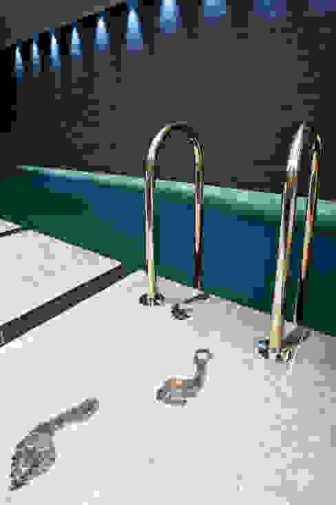 Subterranean Leisure Area Piscine moderne par London Swimming Pool Company Moderne