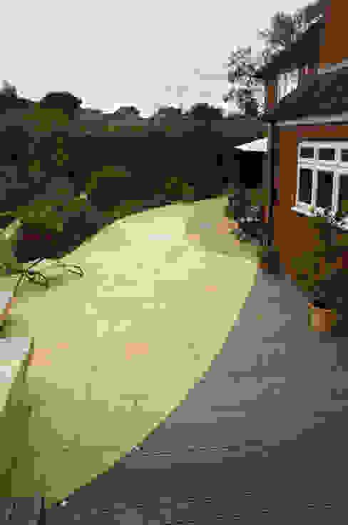 Modern Family garden in Essex Earth Designs Modern garden