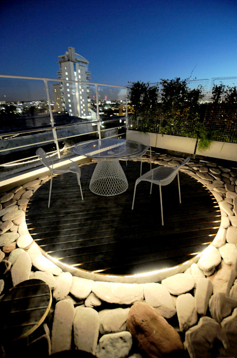 Southbank, London Modern terrace by Urban Roof Gardens Modern