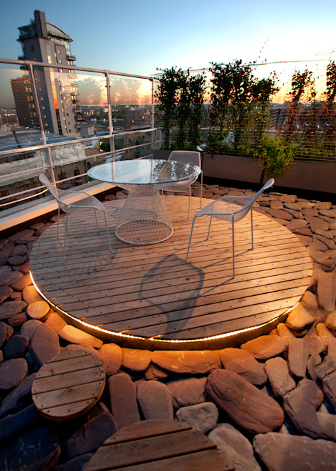 Southbank, London Modern style balcony, porch & terrace by Urban Roof Gardens Modern