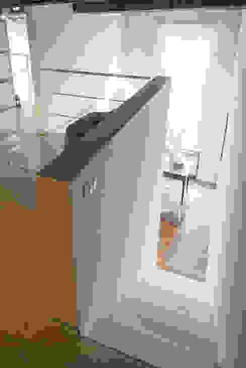 Gang, hal & trappenhuis van con3studio