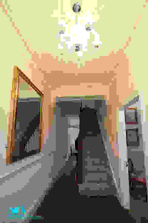 Entrance Hall Кухня в классическом стиле от Model Projects Ltd Классический