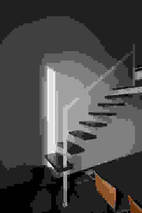الممر الحديث، المدخل و الدرج من laboratorio di architettura - gianfranco mangiarotti حداثي