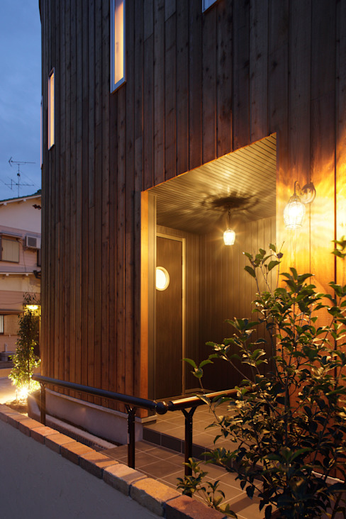 Eclectic style houses by 有限会社タクト設計事務所 Eclectic