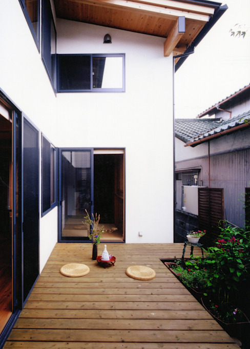 Classic style garden by T設計室一級建築士事務所/tsekkei Classic Wood Wood effect
