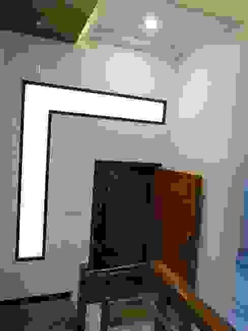 Hasta architects Pasillos, vestíbulos y escaleras de estilo moderno