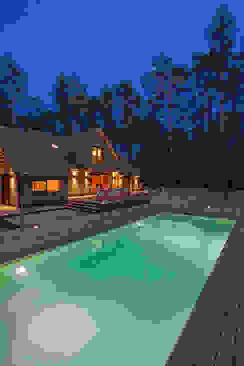 Maison ossature bois Piscine moderne par blackStones Moderne