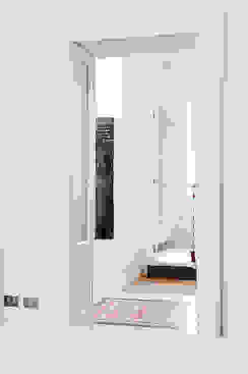 Corredores, halls e escadas por Elena e Francesco Colorni Architetti