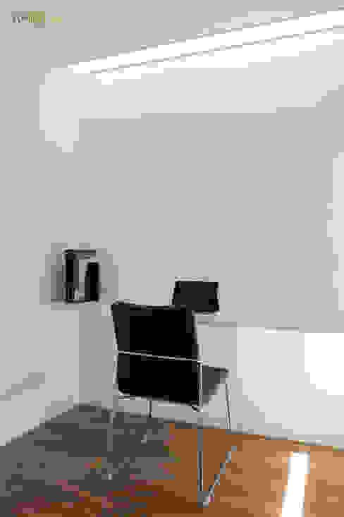 VIVIENDA EN RUZAFA Estudios y despachos de estilo ecléctico de amBau Gestion y Proyectos Ecléctico