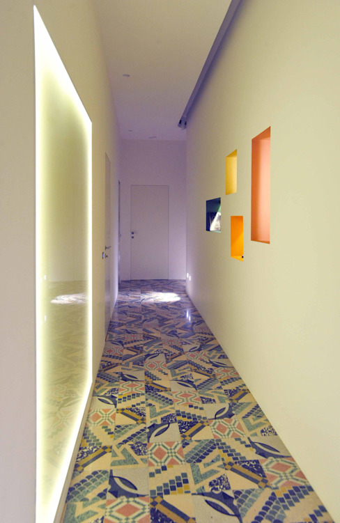 Modern Corridor, Hallway and Staircase by B+P architetti Modern