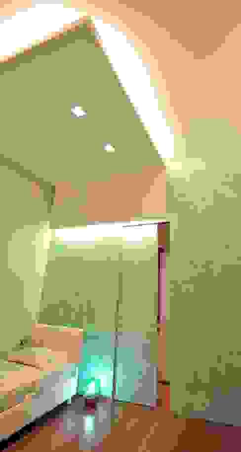 Interior Irsina_MATERA Ingresso, Corridoio & Scale in stile moderno di B+P architetti Moderno