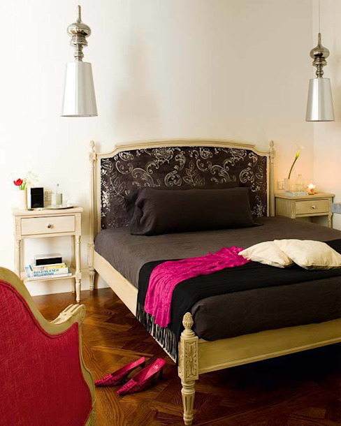 and so to bed... Casas de estilo clásico de nikohl cadeau interiors Clásico