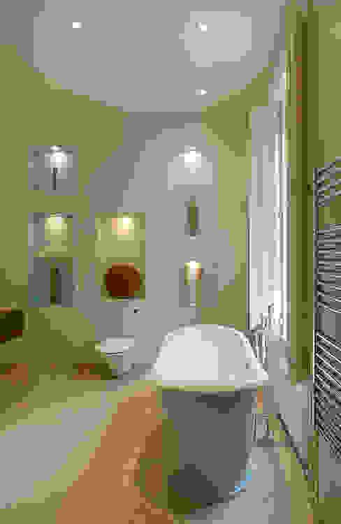 Belsize Park:  Bathroom by Hélène Dabrowski Interiors, Modern