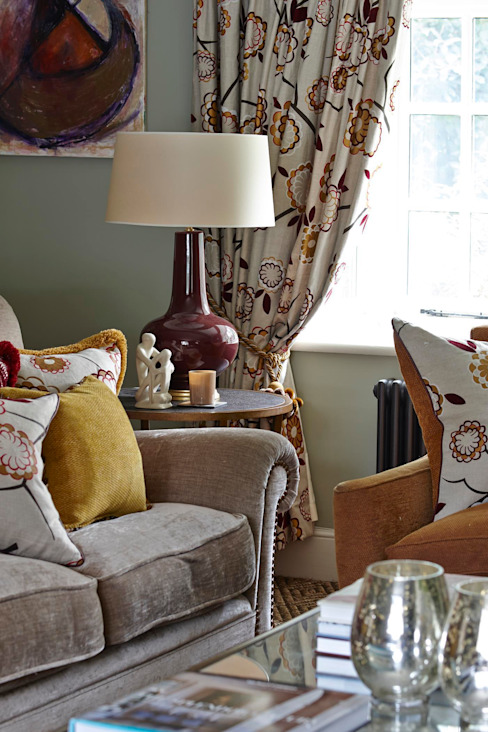 Country Home Living Room من Charlotte Crosland Interiors بلدي