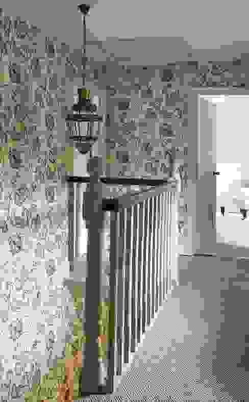 Country Home Landing:  Corridor & hallway by Charlotte Crosland Interiors,