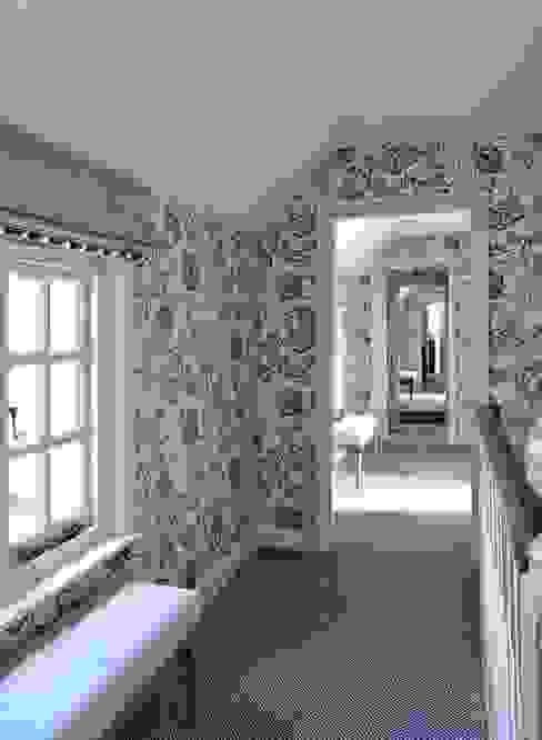 Country Home Landing Pasillos, vestíbulos y escaleras de estilo rural de Charlotte Crosland Interiors Rural
