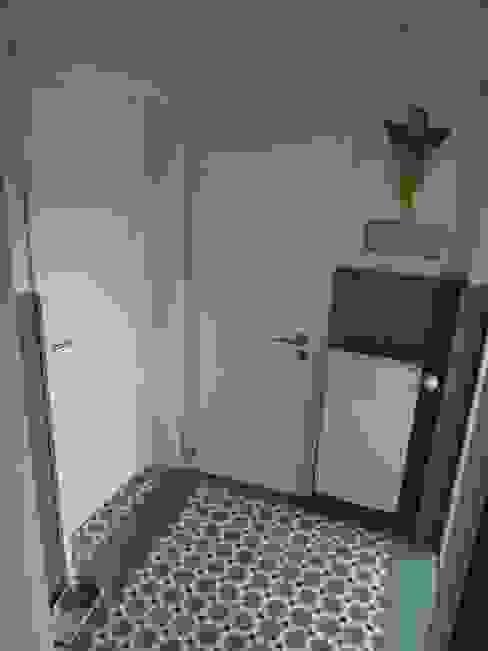 NEUER VORRAUM Flur, Diele & Treppenhaus im Landhausstil von neue innenarchitektur Landhaus
