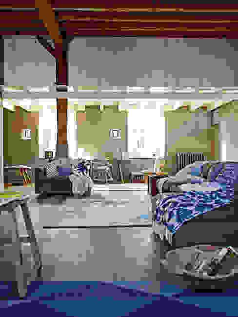 Paredes y pisos de estilo  por Disbar Papeles Pintados,