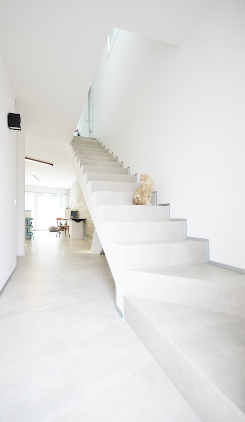 house studio: living workshop Modern corridor, hallway & stairs by francesco valentini architetto Modern