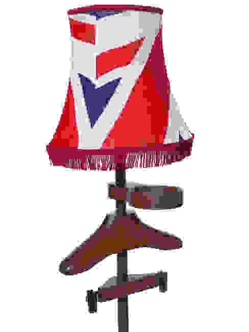 Standard Lamp Valet in walnut par homify Éclectique Bois Effet bois