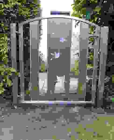 Custom Stainless Steel Garden Gates Сад в стиле модерн от Edelstahl Atelier Crouse: Модерн
