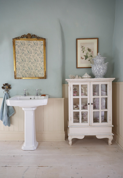 Baños de estilo  por holly keeling interiors and styling,