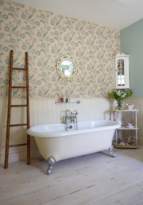 Salle de bains de style  par holly keeling interiors and styling,