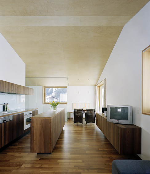 Dietrich | Untertrifaller Architekten ZT GmbH KitchenCabinets & shelves
