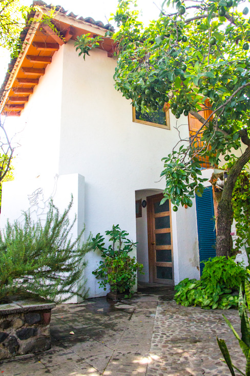 Jardín Trasero : Jardines de estilo  por Mikkael Kreis Architects , Mediterráneo