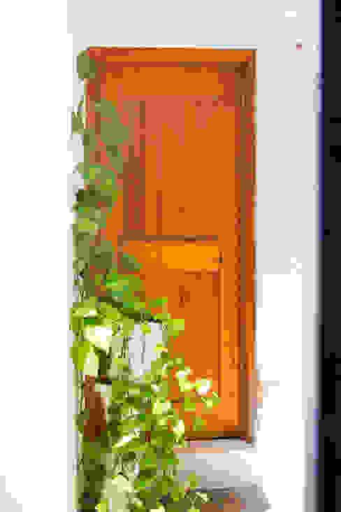 Las puertas: Ventanas de estilo  por Mikkael Kreis Architects , Ecléctico