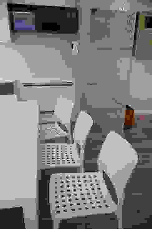 zona pranzo Sala da pranzo moderna di G/G associati studio di ingegneria e architettura _ing.r.guglielmi_arch.a.grossi Moderno