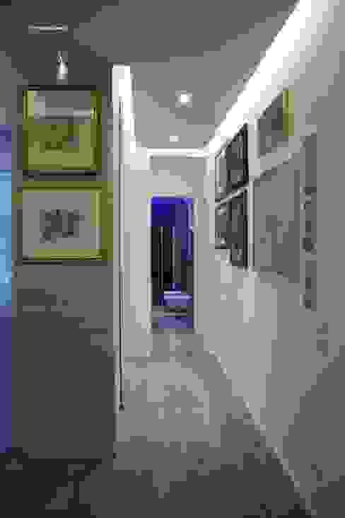 corridoio Ingresso, Corridoio & Scale in stile moderno di G/G associati studio di ingegneria e architettura _ing.r.guglielmi_arch.a.grossi Moderno