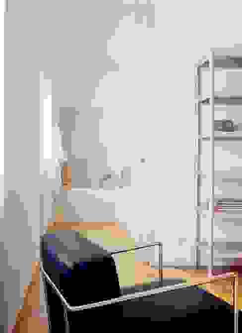 Projekty,  Sypialnia zaprojektowane przez Maroto e Ibañez Arquitectos, Minimalistyczny