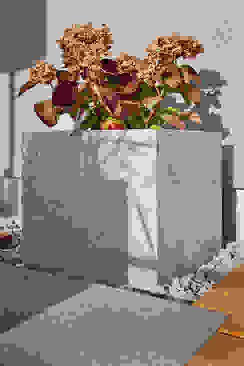Blumenkübel Beton und Sandstein: industriell  von plantershop,Industrial