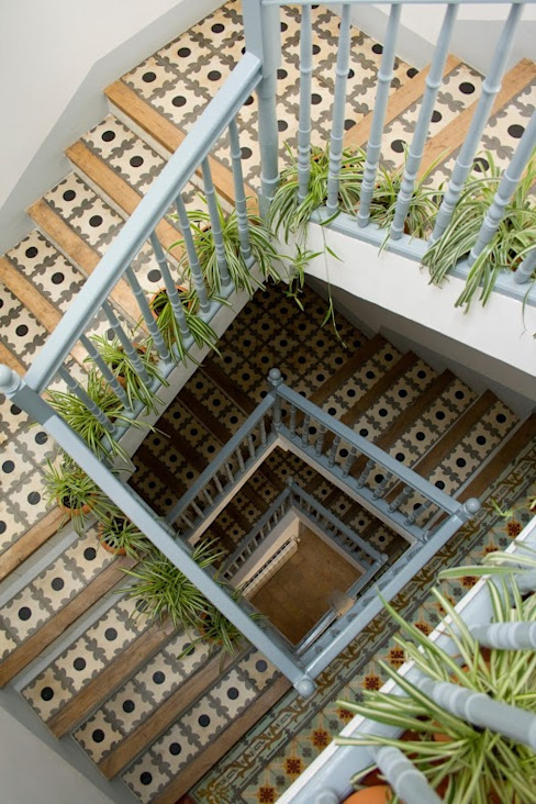 Pasillos, vestíbulos y escaleras de estilo mediterráneo de Casa Josephine Mediterráneo