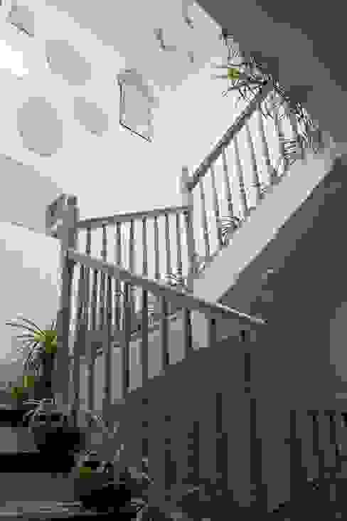 Hành lang, sảnh & cầu thang phong cách Địa Trung Hải bởi Casa Josephine Địa Trung Hải
