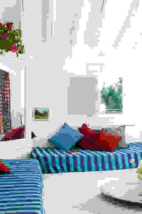 Phòng ngủ phong cách Địa Trung Hải bởi Casa Josephine Địa Trung Hải