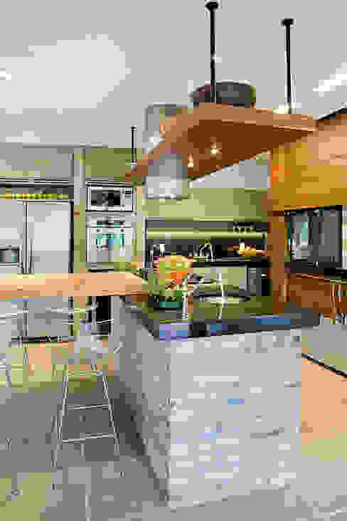 Residência MV praia Cocinas eclécticas de Maria Christina Rinaldi Arquitetos Ecléctico
