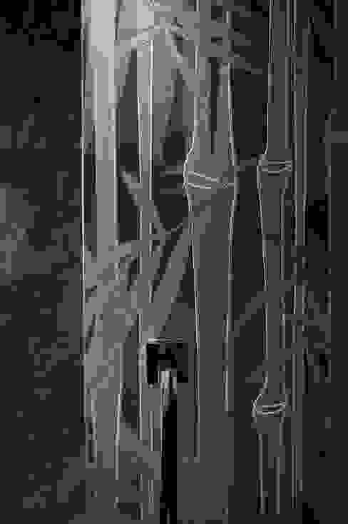 Carved Glass Doors and Screens Salle de bain classique par Lucy Batt Classique