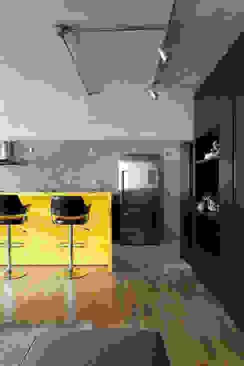 Nowoczesna kuchnia od Suite Arquitetos Nowoczesny