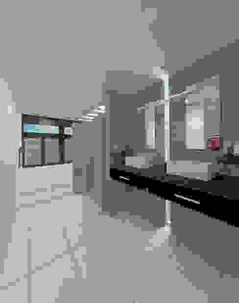 BAÑO H: Baños de estilo  por ANGOLO-grado arquitectónico, Minimalista
