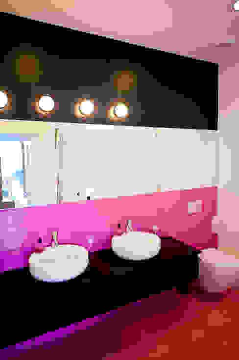 Modern Bathroom by MATELIER Modern