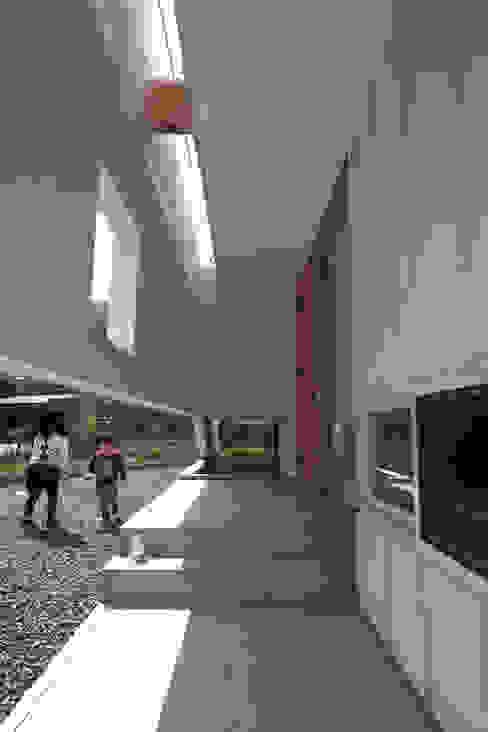 seep out: 建築設計事務所SAI工房が手掛けた家です。,モダン