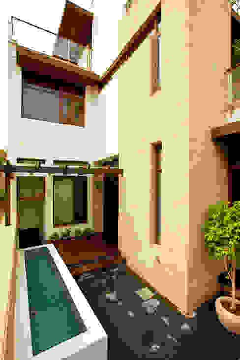de Kumar Moorthy & Associates