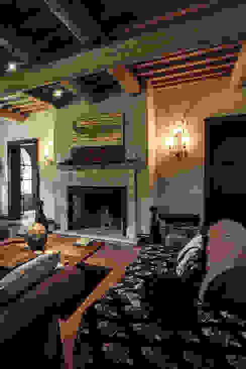 Villa in Toscana Soggiorno in stile mediterraneo di Miidesign Mediterraneo