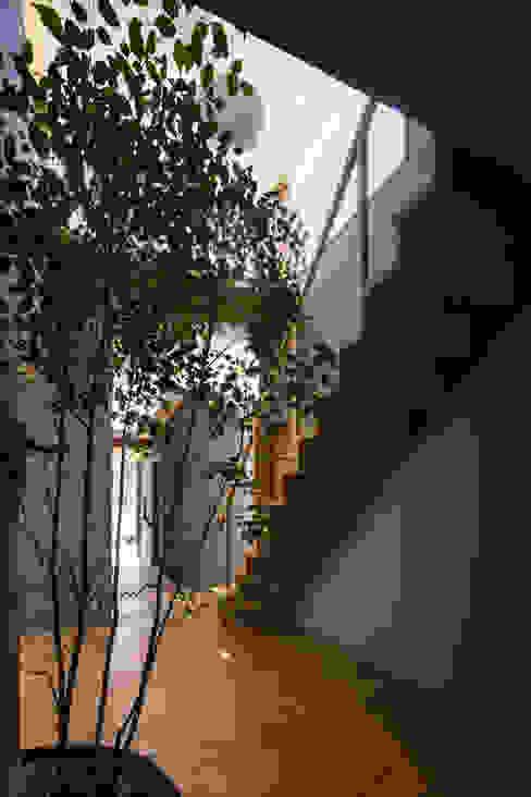 โดย 建築設計事務所SAI工房 โมเดิร์น