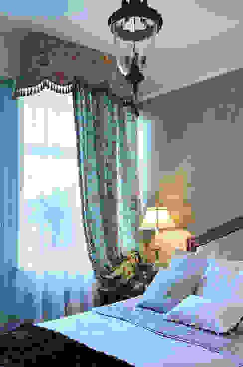 Bedroom by DecorAndDesign, Classic