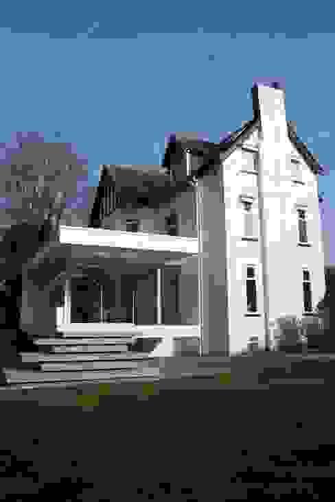 Family Garden Room House Extension Salas de estar modernas por Ferrious Moderno