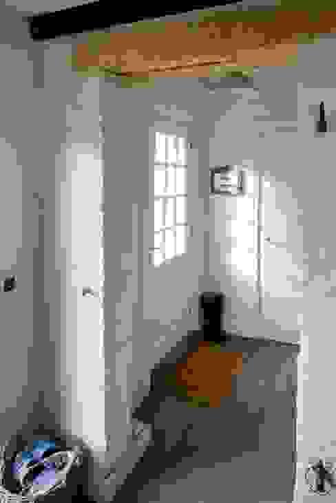 鄉村風格的走廊,走廊和樓梯 根據 AA s.c. Anatol Kuczyński Anna Kuczyńska 田園風